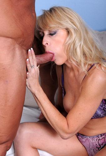 nympho mature swallowing jizz