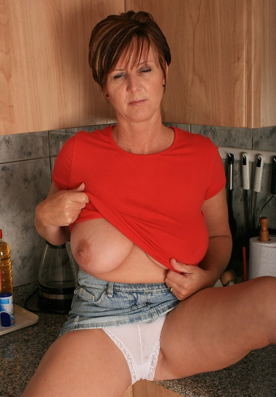 housewife-stripping