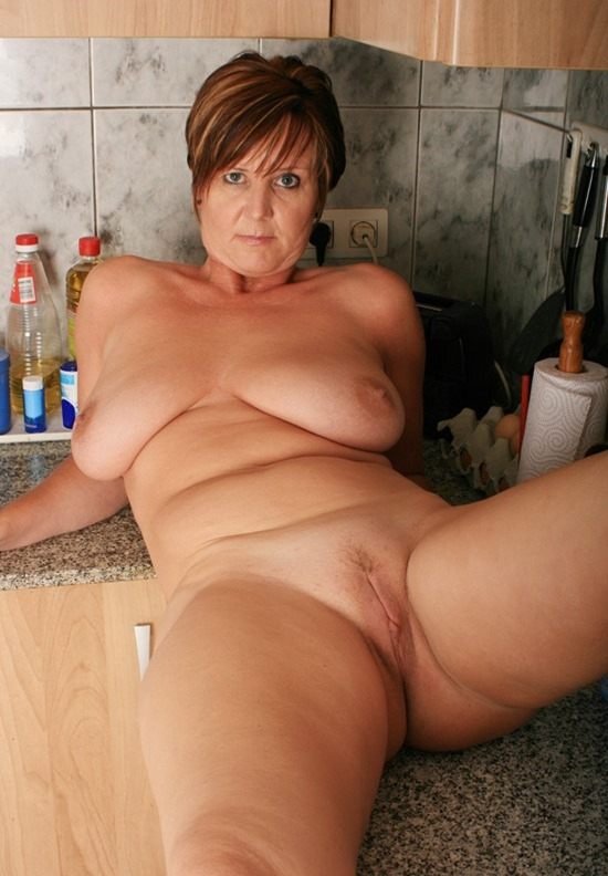 naked-on-the-kitchen-counter